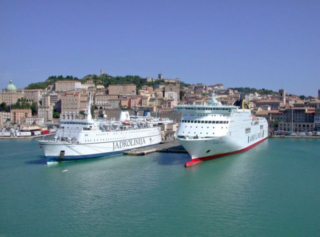 Porto di Ancona con autonoleggio con autista