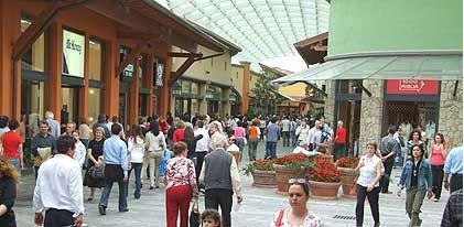 Shopping al Franciacorta Outlet con autonoleggio con autista