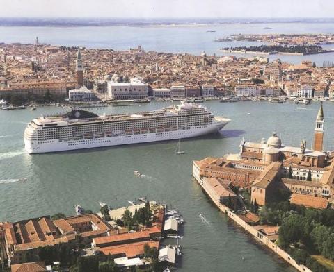 Porto di Venezia con Autonoleggio con autista